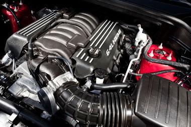 465 lóerős a 392 köbinches V8-as