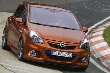 Természetesen a névadó versenypályán is kipróbálták a Corsa OPC Nürburgring Edition-t