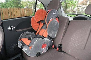 A hátsó ajtónak köszönhetően se a gyermekülés, se a gyermek elhelyezése nem okoz problémát