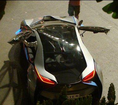 Dublőrök vezették az i8-ast a Mumbaji forgatáson
