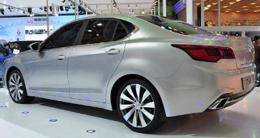 A hátsó ajtó árulkodik arról, hogy álruhás Saab 9-3 a Beijing T60