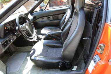 Gyári állapotú belső tér egy 31 éves BMW M1-esben - csak két tulaj koptatta