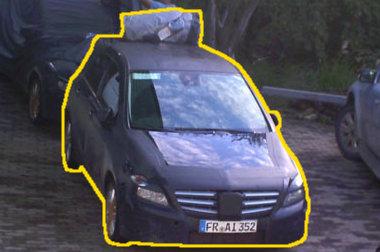Sivatagi tesztelésre indultak a két álcázott Mercedes B-osztállyal