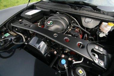 Itt lényeg, mechanikus feltöltő növeli a 4,7 literes V8-as teljesítményét 600 lóerőre a Novitec Alfa Romeo 8C Spider esetén