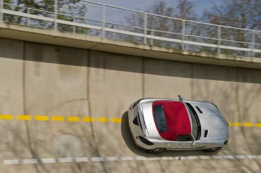 Annyit már most elárultak, hogy a vászontetős autó végsebessége 317 km/h - az elektornika korlátoz ennél a tempónál