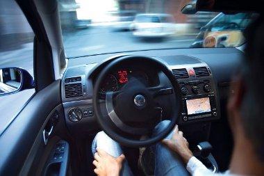 Kevésbé stresszel a sofőr, ha az autó magától képes beparkolni