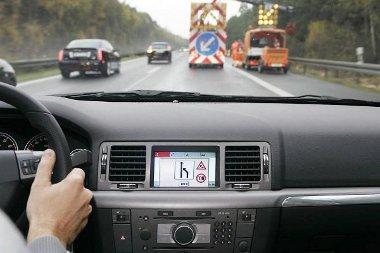 Az autók közötti kapcsolattartás lényege, hogy a szokatlan eseményekről értesíteni tudják egymást a járművek, így a sofőr előre felkészülhet a forgalmi szituációkra