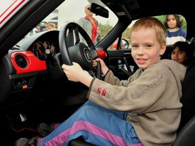 Európa hat országában támogatja a Mazda az SOS Gyermekfalu Alapítványt