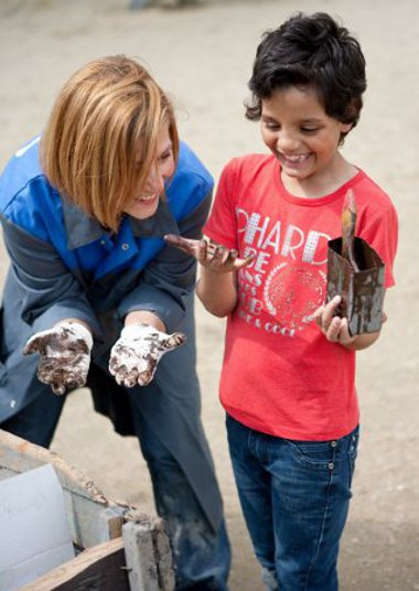 Társadalmi munkával segíti a Mazda Magyarország az SOS Gyermekfalu magyarországi alapítványát
