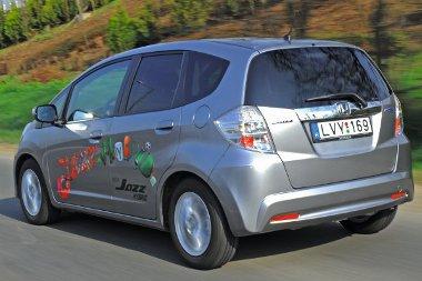 Bár az üzemanyagtartály csak 40 literes, a hatótáv akár 800 kilométer is lehet