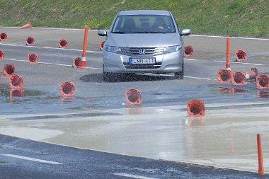 Hasznos, ha időnként felfrissíti az ember a vezetési tréningen tanultakat