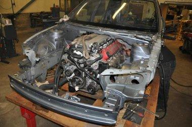 Négy évig tartott az építés, ami során a Saab karosszériába illesztették a Dodge Viper technikát