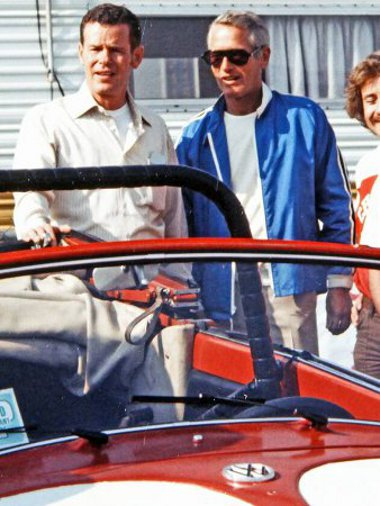 Paul Newman 300 lóerős Ford V8-ast rakatott a hátsó ülések helyére. az autót később egy iskolának adományozta