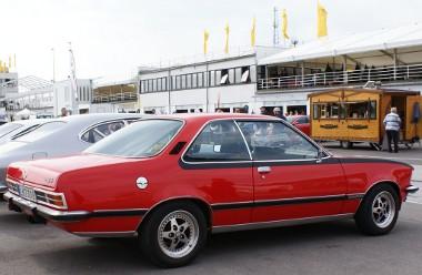 A hetvenes évek csúcs-kupéja, a Commodore B GS/E. Gotti felniken