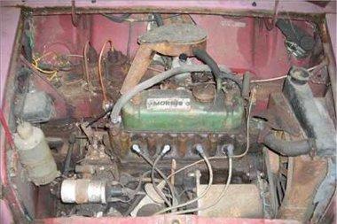 Ki kellett bogozni a gyújtáskábeleket, de a Mini motorja egészséges volt negyven év állás után is