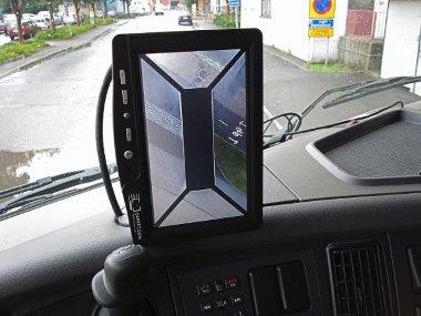 Nem látszik a kamion környezetét madártávlatból mutató képeken a hátulról közelítő kerékpáros, ezért vannak radaros érzékelők is
