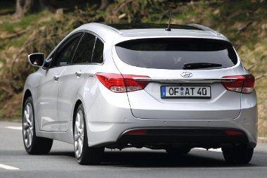 A Sonata utódja egyedül Európában kapható kombiként! Sportos formája ellenére kellően tágas az i40-es