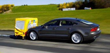 Az Audi rendszere valamiért nem regál az álló akadályra