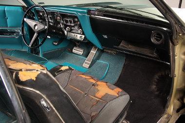 Felújított autót élvezhet a sofőr, az utasa még a múltban foglal helyet