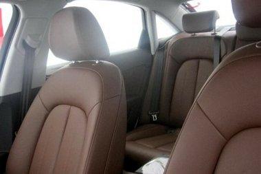 Több hely - de ezen kívül semmi extrával nem szolgál az Audi A6 L