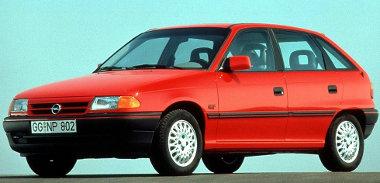 Épp csak addig húzta az Astra F, amíg lejárt a garancia. Nem tudtak elég gyorsan új autóba átülni a tulajdonosok