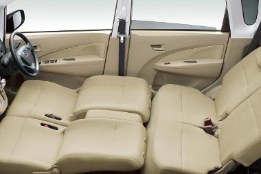 Pár mozdulattal ággyá rendezhető át az utastér a Subaru Stellában