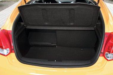 Jó alakú és használható méretű a csomagtartó, ráadásul bővíteni is egyszerű