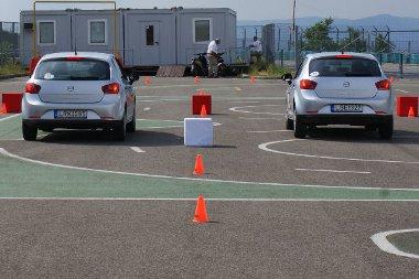 Úthibán áthajtva akár egy autóhossznyi is lehet a különbség a fékútban - városi tempónál