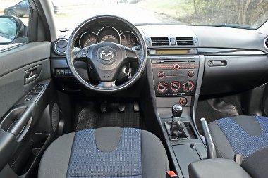 Frissebb hatású a Mazda műszerfala, a váltó precíz szerkezet