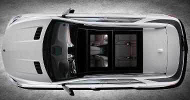 Hatalmas méretű - részben nyitható - üvegtető is kérhető a Mercedes ML-hez