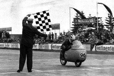 Bruno Ruffo 1949-ben és 1951-ben nyerte meg a 250-esek vb-jét
