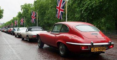 Ötven Jaguar E-Type akazott fennakadást London közlekedésében