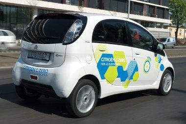 Városban csendes, országúton a gördülési és szélzaj miatt csak halkabb egy normál autónál az elektromos hajtású Citroën C-Zero