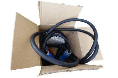 Az autó saját töltőkábelét kell használni - a csatlakozó ugyan szabványos, de az autó-töltő kommunikáció egyedi, ami speciális kábelt is igényelhet