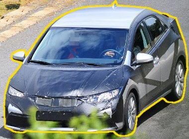 Marad a stílus, a rendelhető extrák sora üvegtetővel bővül a Honda Civic setén