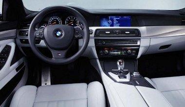 Európában 7 fokozatú, dupla kuplungos váltót kap a BMW M5, az Egyesült Államokban megmarad a hatfokozatú, kézi váltó opció