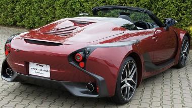 Szokni kell az autó formáját, de itt amúgy is a technika és a roadsterség a fontos