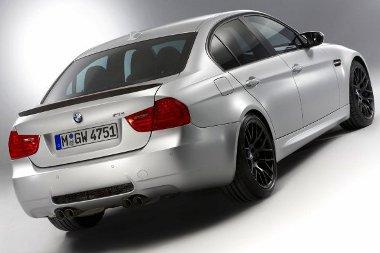 45 (!) kg-mal csökkentették az M3 tömegét, és erősebb motort is kapott. Villámgyors lett a BMW M3 CRT