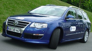 A vezetési segédek összekötésével szinte önmáködő lett a Volkswagen Passat
