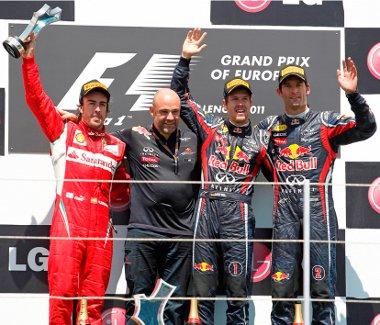 Vettel az élen, Alonso mögötte, és Webberé a harmadik hely