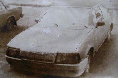 Volga motort és futóműveket épített az Opel Rekord alá Myatnikov úr, miután az eredeti akatrészek tönkrementek