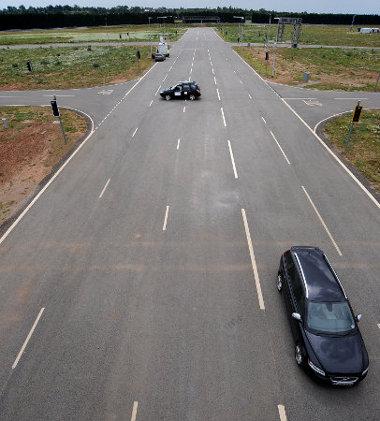 Többsávos utak, bonyolult kereszteződések is vannak az új tesztpályán
