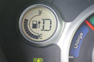 Tíz perc alatt nyolcad töltésnyi energiát varázsoltunk az akkumulátorba. A Golfból rendesen fogyott a benzin