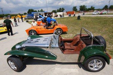 Az egyik legnépszerűbb kitcar a Lotus Super 7. Eleve házi összerakásra tervezték