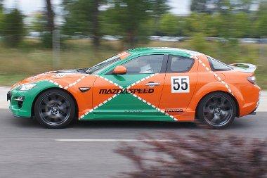 Nem, ez az RX-8-as nem a Fast&Furious sorozatból szökött, hanem egy történelmi győzelemre emlékeztet