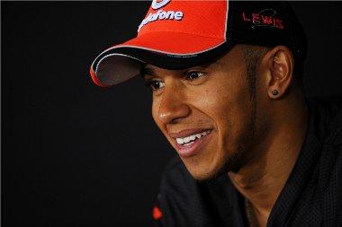 Hamiltonnak az átigazolásáról szóló pletykákkkal kell foglalkoznia