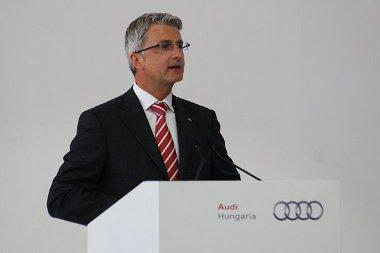 Rupert Stadler az alapkőletételen jelentette be, hogy présüzem is épül Győrben