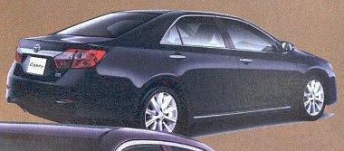 Egy japán prospektus lefényképezésével vannak meg az első képek az új Toyota Camry-rül
