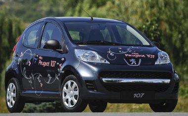 Metálfény és légkondi - fólia teszi különlegessé a Peugeot 107-est