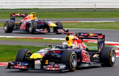 Webber nem nyugodott bele harmadik helyébe a csapatutasítás ellenére sem. Nem tudta megelőzni Vettelt